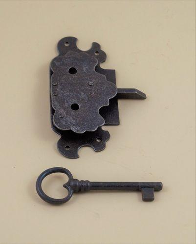 Schloß Schlüsselschild und Türbänder. 8 teilig Schrankschloß Komplettset